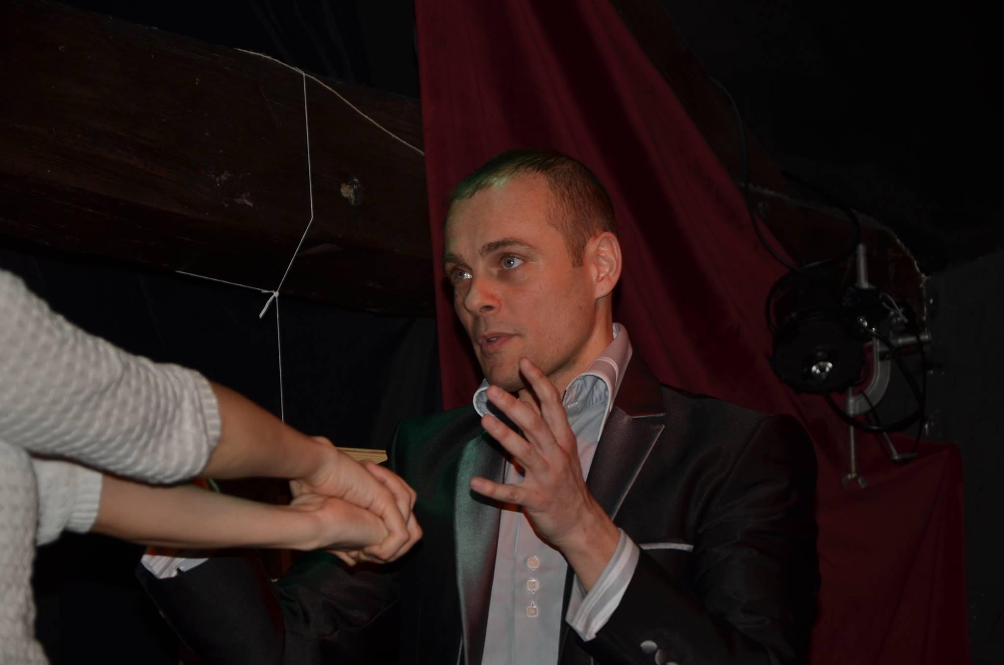 Antoine dans un tour de magie